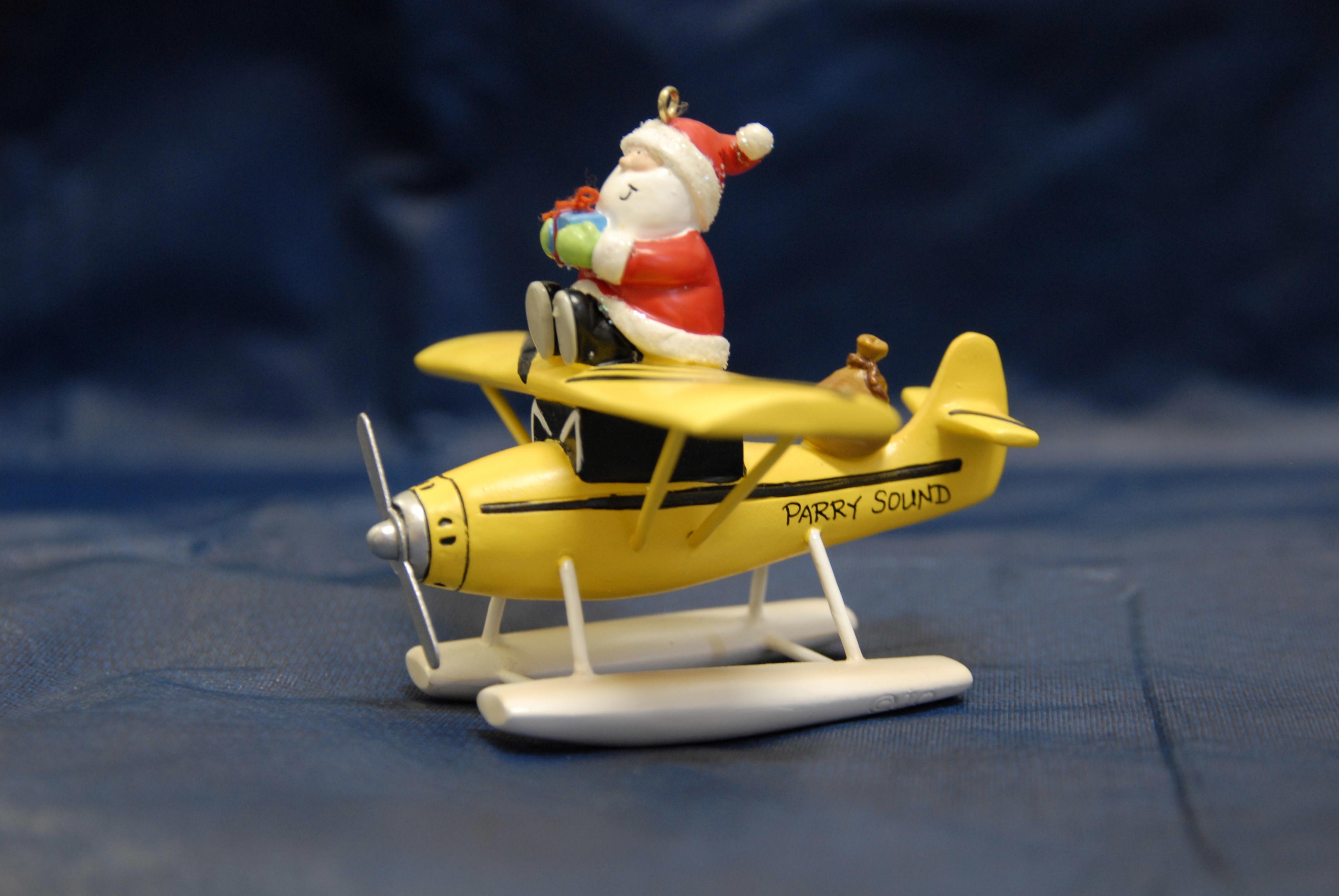 santa-on-floatplane